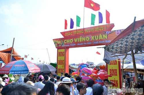 Tối nay, 14/2 (mồng 7 tháng Giêng) phiên chợ chỉ họp một lần duy nhất trong năm tại xã Trung Thành, huyện Vụ Bản, tỉnh Nam Định sẽ họp chợ.