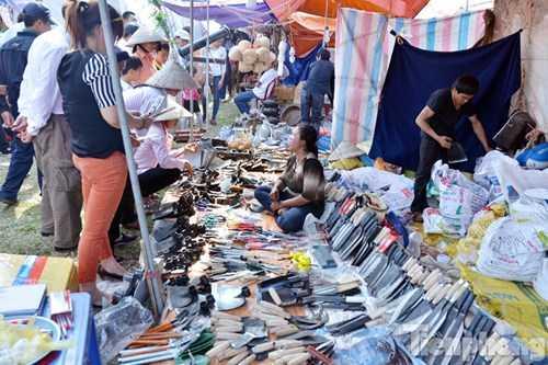 Chợ Viềng không bán mua những sản phẩm ngoại lai cao cấp, hào nhoáng đắt tiền như ở các hội chợ tỉnh, thành phố lớn.