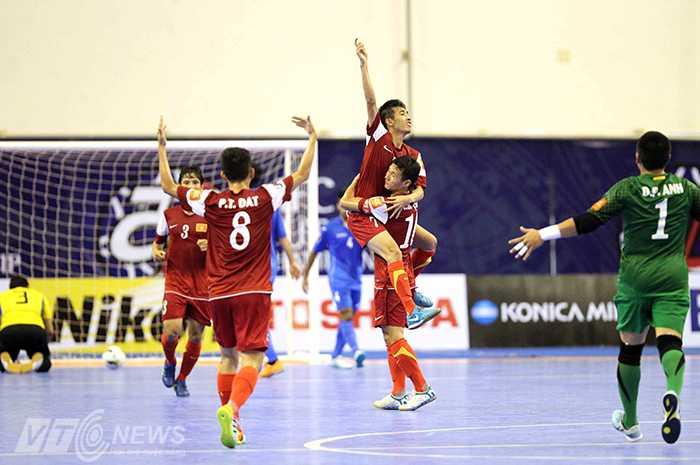 Điều cần nhất với futsal Việt Nam lúc này là giữ vững một vị trí cao ở châu Á, trước khi nghĩ tới World Cup (ảnh: Quang Minh)