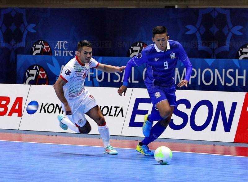 Saphawut Thueanklang (áo xanh) - chân sút rất có duyên với mành lưới ĐT futsal Việt Nam