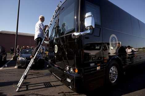 Trước khi có Ground Force One, lực lượng Mật vụ Mỹ phải thuê xe bus bọc thép và chứa các chức năng bí mật mỗi khi Tổng thống Obama cần sử dụng