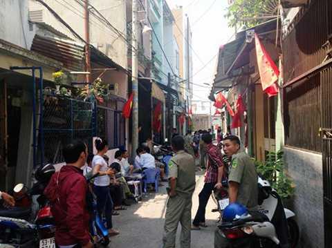 Hẻm 449 Hương lộ 2 bị phong tỏa để điều tra vụ việc - Ảnh Đại Việt
