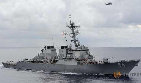 Các cuộc tuần tra của tàu khu trục tên lửa dẫn đường USS Curtis Wilbur của Mỹ ở vùng biển Philippines năm 2015.