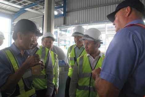 Ông Nguyễn Xuân Anh (Bí thư Thành ủy Đà Nẵng) kiểm tra nơi sản xuất bia Larue bị phao tin đồn bán cho Trung Quốc