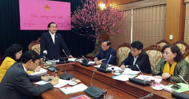 Bí thư Thành ủy Hà Nội Hoàng Trung Hải yêu cầu người đứng đầu các cơ quan, đơn vị chỉ đạo cán bộ chấp hành nghiêm kỷ cương hành chính ngay từ những ngày đầu năm mới, đồng thời xử lý nghiêm cán bộ 'trốn việc' đi lễ hội.
