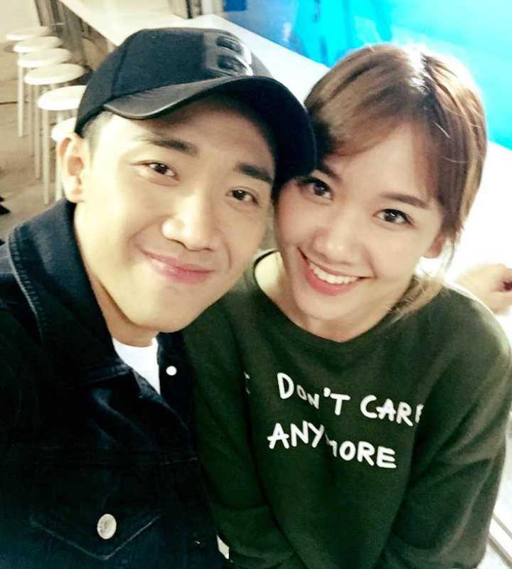 Việc Trấn Thành và Hari Won bị phát hiện yêu nhau đã khiến showbiz và truyền thông