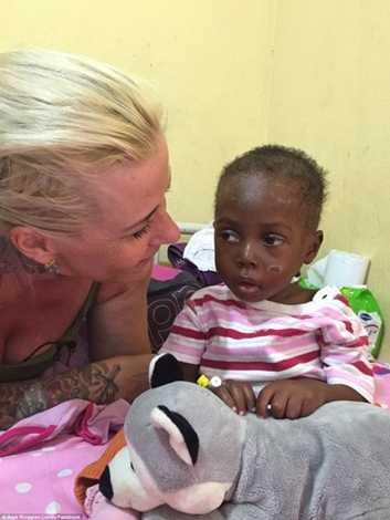 Cô Loven rất vui khi cứu giúp được cậu bé và thấy em ngày càng khỏe mạnh hơn