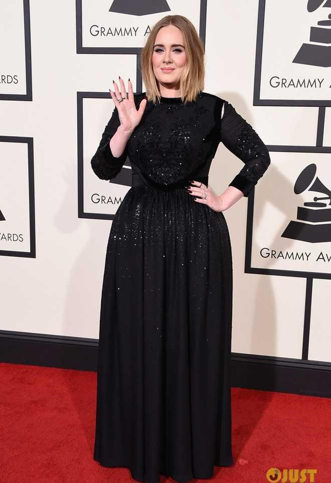 Adele diện thiết kế màu đen trên thảm đỏ.