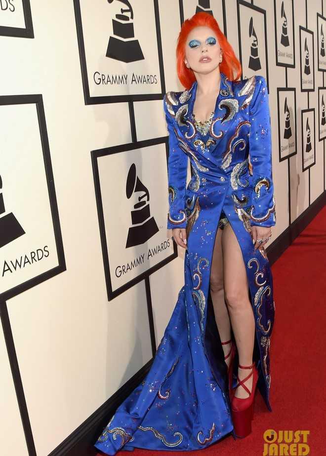 Lady Gaga khác biệt trên thảm đỏ.