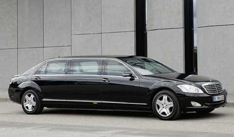 Ấn Độ – Mercedes-Benz S600 (W221) Pullman Guard. Giá $180.000. Thủ tướng Ấn Độ, Narendra Modi sử dụng xế hộp từ Mercedes. Chiếc limousine này được trang bị chỗ ngồi sang trọng mịn và thiết kế cổ điển, nhưng được trang bị thêm nhiều thiết kế hiện đại