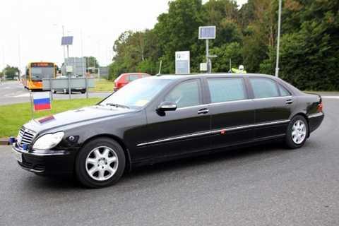 Nga - Mercedes S-Class Limousine 251.417 USD. Tổng thống Nga Putin sử dụng một chiếc xe sang trọng từ trong ra ngoài để làm phương tiện di chuyển cho bản thân