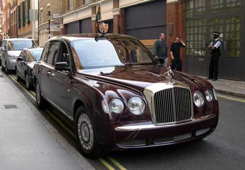 Nữ hoàng Anh - Bentley State Limousine hơn 15.000.000 USD. Nữ hoàng Elizabeth đệ Nhị luôn sử dụng chiếc Limousine được coi là đắt giá hàng đầu trên thế giới.