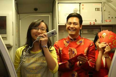 Nam MC chia sẻ đây là lần đầu khai giọng trên máy bay trong dịp đầu xuân năm mới.