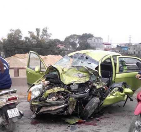Chiếc xe ô tô bị hư hỏng nặng.