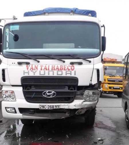 Chiếc xe tải tại hiện trường nơi xảy ra vụ tai nạn.