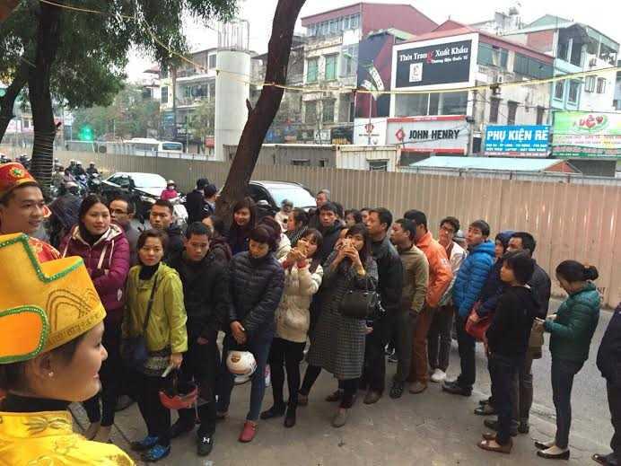 Đến 7h sáng ngày 17/2, đoàn người chờ mua vàng tại cửa hàng Bảo Tín Minh Châu đã lên đến con số gần 1.000