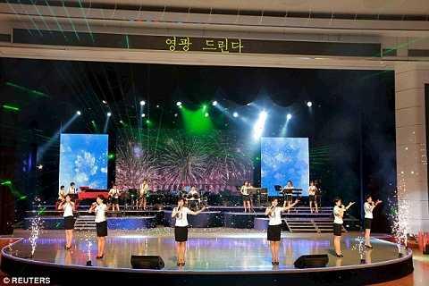 Buổi đại tiệc có sự góp mặt của ban nhạc Moranbong nổi tiếng