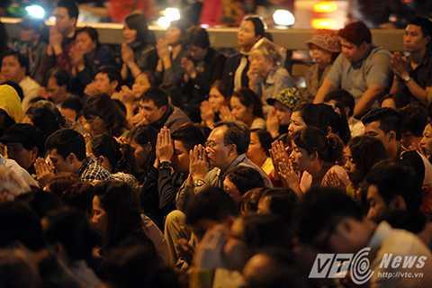 Cảnh đông đúc, tràn cả ra đường lễ bái chỉ xuất hiện từ khoảng 10 năm trước.
