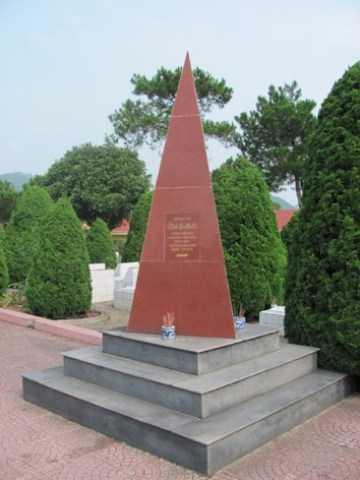 Tượng đài tưởng niệm Takano Isao tại Nghĩa trang Hoàng Đồng- TP Lạng Sơn. ảnh: Duy Chiến