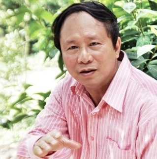Nhà thơ Dương Kỳ Anh (tên thật là Dương Xuân Nam, SN 1948, tại Kỳ Anh, Hà Tĩnh) là nhà báo, nhà thơ. Ông là Tổng Biên tập lâu năm nhất của báo Tiền Phong - tờ báo uy tín hàng đầu Việt Nam.Ông cũng được xem là