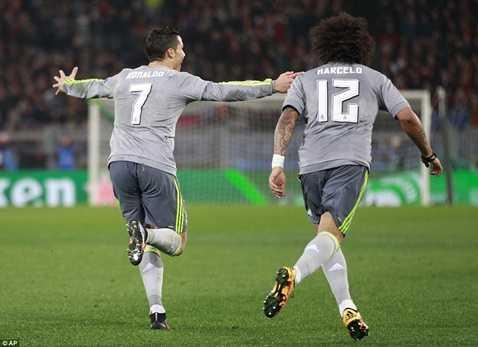 Ronaldo ăn mừng bàn mở tỷ số