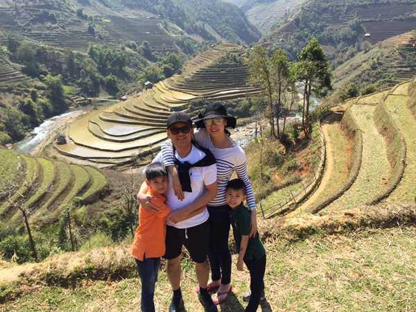 Trên trang cá nhân, Hà Kiều Anh vui vẻ chia sẻ những hình ảnh giản dị nhưng tràn ngập hạnh phúc của cả gia đình cô trong chuyến du lịch xuyên Việt.