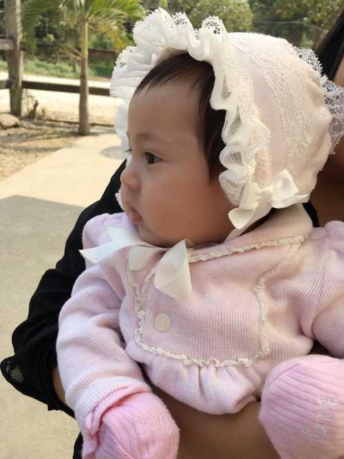 Hà Kiều Anh khoe, dù chỉ mới 3 tháng tuổi nhưng 'cô út' không hề tỏ ra mệt mỏi khi đi du lịch.