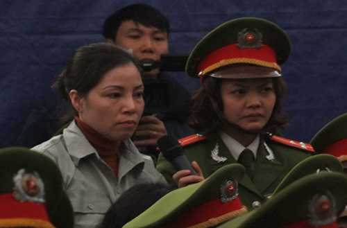 Nguyễn Thị Huệ tại phiên tòa xét xử vụ buôn ma túy