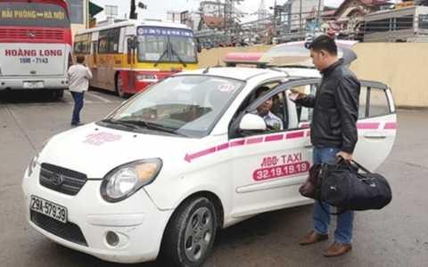 Xăng dầu giảm mạnh, giá cước taxi vẫn giảm nhỏ giọt