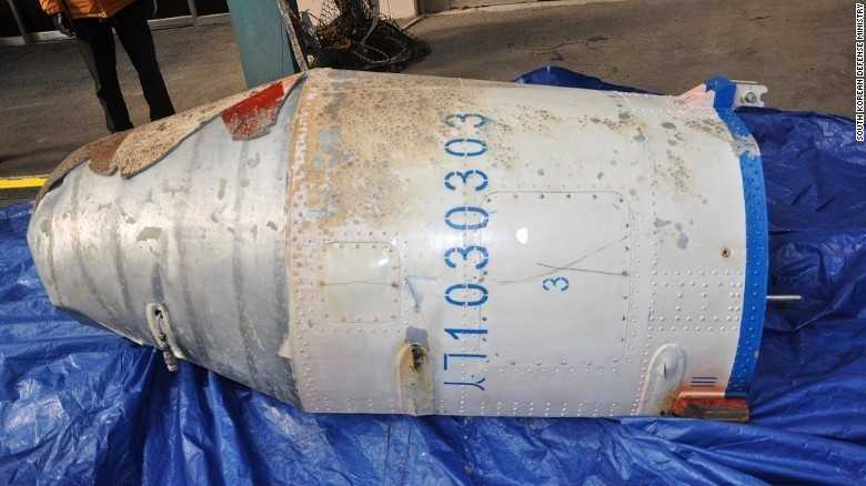 Mảnh vỡ tên lửa Triều Tiên do Hàn Quốc trục vớt