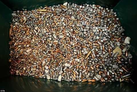 cùng hàng trăm nghìn viên đạn