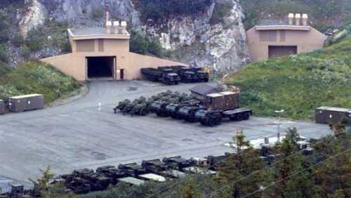 Bức ảnh chụp năm 1997 cho thấy lối vào hang quân sự Mỹ ở Na Uy