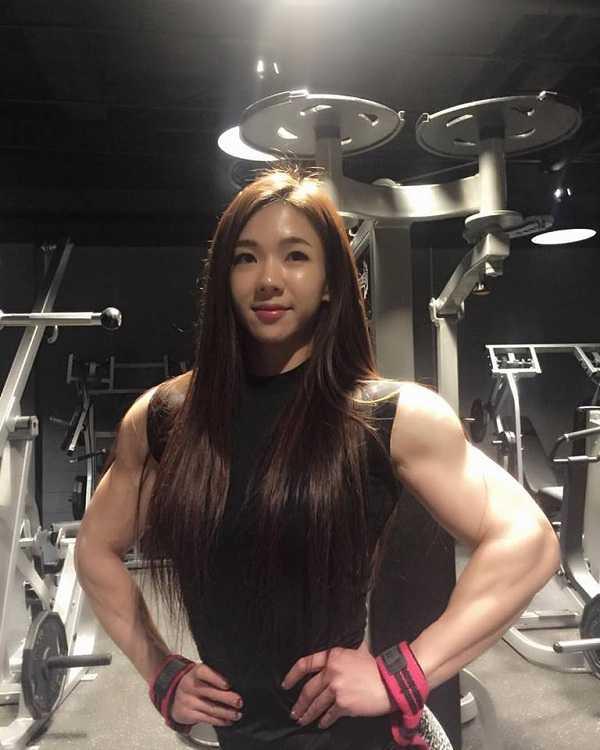 Vẻ đẹp khỏe khoắn, đầy sức mạnh của người đẹp thể hình Hàn Quốc.