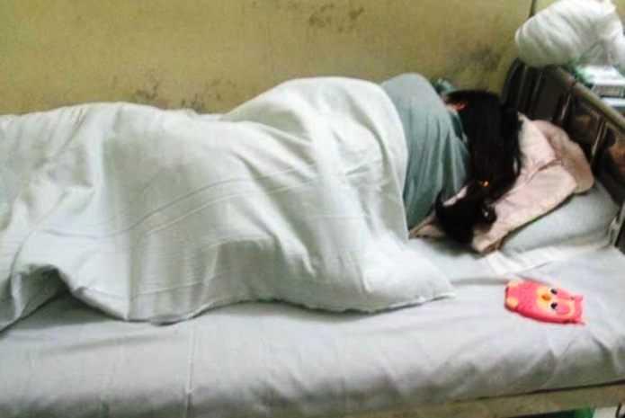 Nữ sinh H. đã tỉnh sau 1 ngày hôn mê. Ảnh do gia đình cung cấp