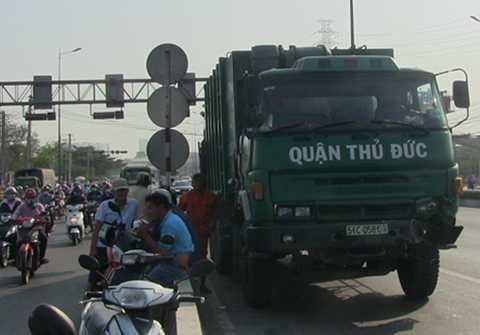 Chiếc xe rác gây ra vụ tai nạn nghiêm trọng.