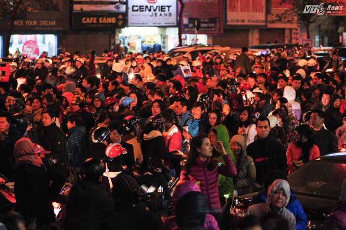 Hàng ngàn người tham gia lễ cầu an - Ảnh: Tùng Đinh