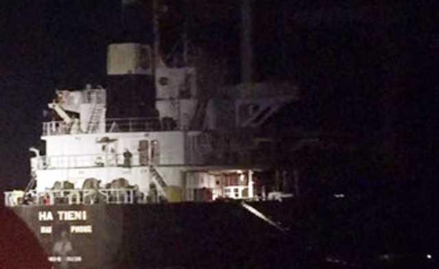 Tàu Hà Tiên 1 chuẩn bị chìm trên vùng viển Thừa Thiên - Huế thì được Danang MRCC ứng cứu, cứu sống 20 thuyền viên trên tàu (ảnh: Một thế giới).