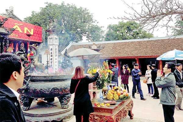 Năm nào cũng vậy, cứ mỗi độ xuân về, tại Đền Trần (Nam Định) lại tổ chức Lễ khai ấn vào đêm 14 tháng Giêng Âm lịch.