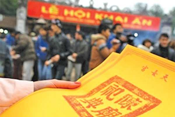 Nhiều người dân tìm về Nam Định mong xin được ấn để cầu yên ấm cho gia đình, đường hoan lộ hanh thông