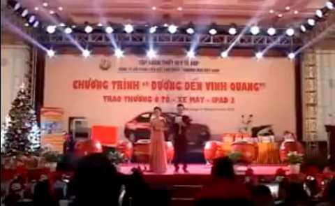 Một chương trình trao thưởng ô tô, xe máy vào tháng 12/2014 của Công ty Liên kết Việt