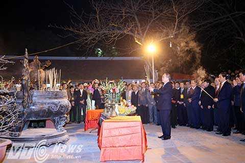 Đến dự lễ khai ấn Đền Trần có ông Nguyễn Thiện Nhân - Chủ tịch Ủy ban Trung ương Mặt trận Tổ quốc Việt Nam, Bộ trưởng Bộ Công an Trần Đại Quang và nhiều quan chức địa phương.