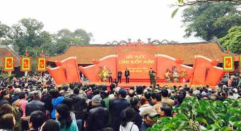 Các   nhà thơ: Trần Đăng Khoa, Nguyễn Việt Chiến, Anh Ngọc, Nguyễn Hữu Quý trình bày liên khúc thơ