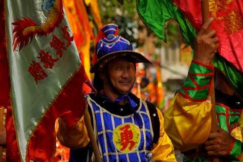 Chương trình có các hoạt động như diễu hành xe hoa với 1180 diễn viên biểu diễn nghê thuật trên đường phố biểu diễn,