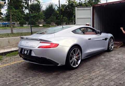 Theo một số người thạo tin về các   siêu xe tại Việt Nam, sau khi bán thành công 3 chiếc siêu xe này, vị đại   gia địa ốc sẽ nhập về một chiếc siêu xe