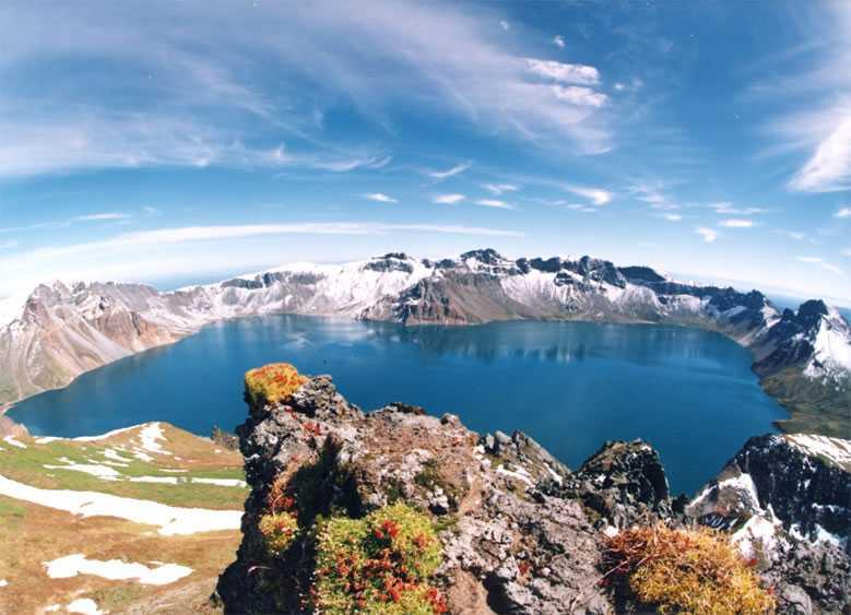 Hồ Thiên Đường vốn là miệng núi lửa Trường Bạch được tạo ra từ vụ nổ năm 946