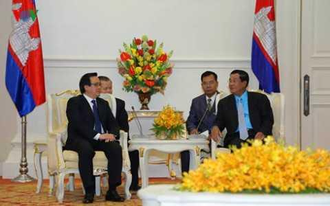 Thủ tướng Campuchia Hun Sen tiếp ông Hoàng Bình Quân