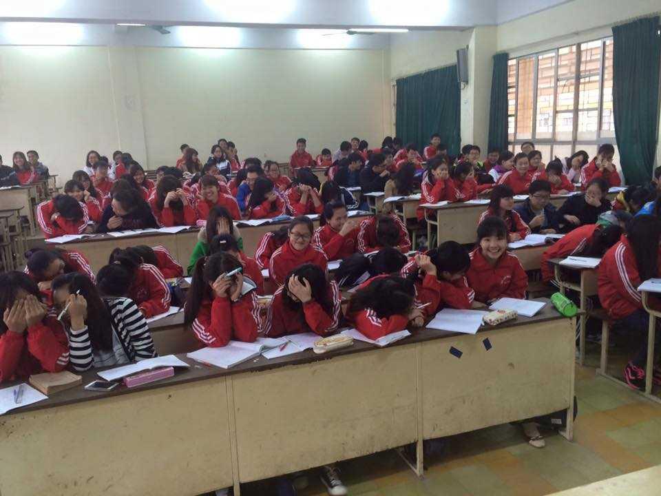 Bức ảnh lớp học toàn nữ ở ĐH Bách Khoa được chia sẻ trên các diễn đàn