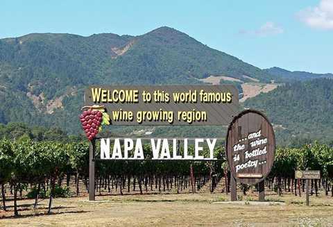 Thung lũng nho Napa được xem là mảnh đất rượu vang California (Mỹ), ngôi nhà của những vườn nho nổi tiếng nhất thế giới.