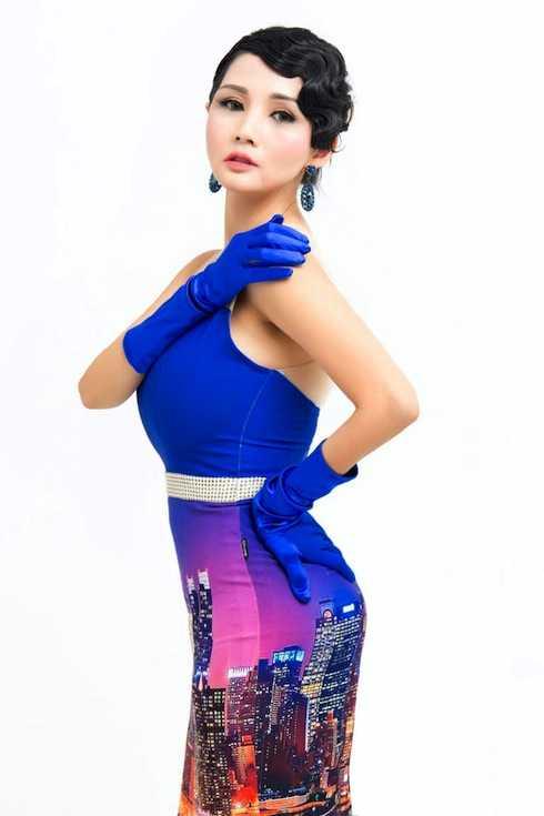 Hoa hậu Quý bà Châu Á tại Mỹ Sương Đặng vừa thực hiện một bộ ảnh gửi đến người hâm mộ.