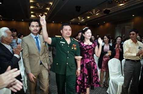 Lê Xuân Giang xuất hiện tại các sự kiện của Liên Kết Việt trong bộ trang phục mang Quân hàm Đại tá